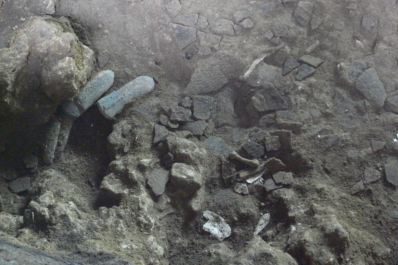 爪形文土器と局部磨製石斧