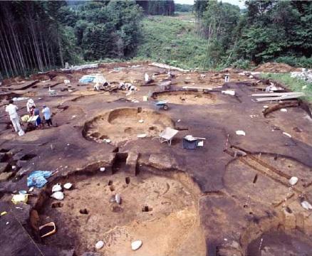 縄文時代後期のたて穴住居跡群