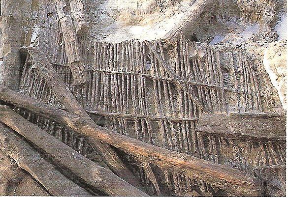 高床倉庫(たかゆかそうこ)に使用されたスダレ状の建築材