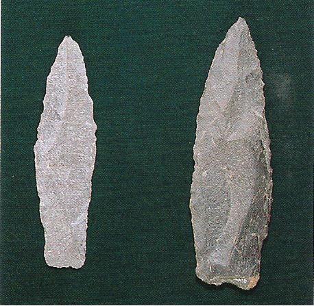 香川県でとれるサヌカイトという石材で作った剣(けん)や槍(やり)