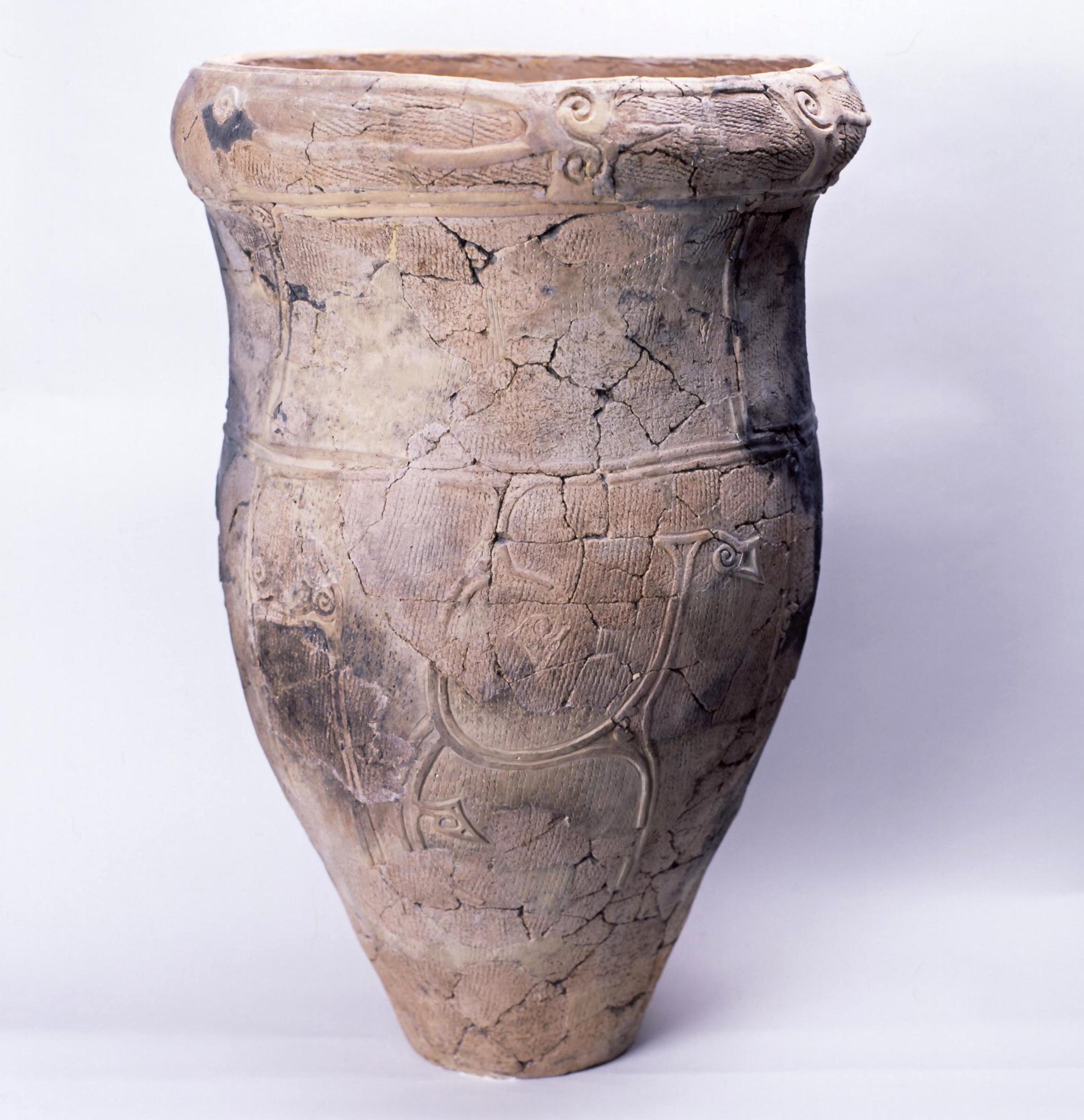 出土した大型深鉢形土器