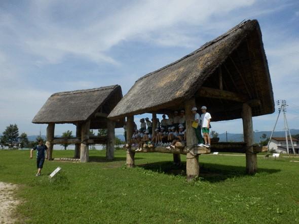 復元された縄文時代の建物跡