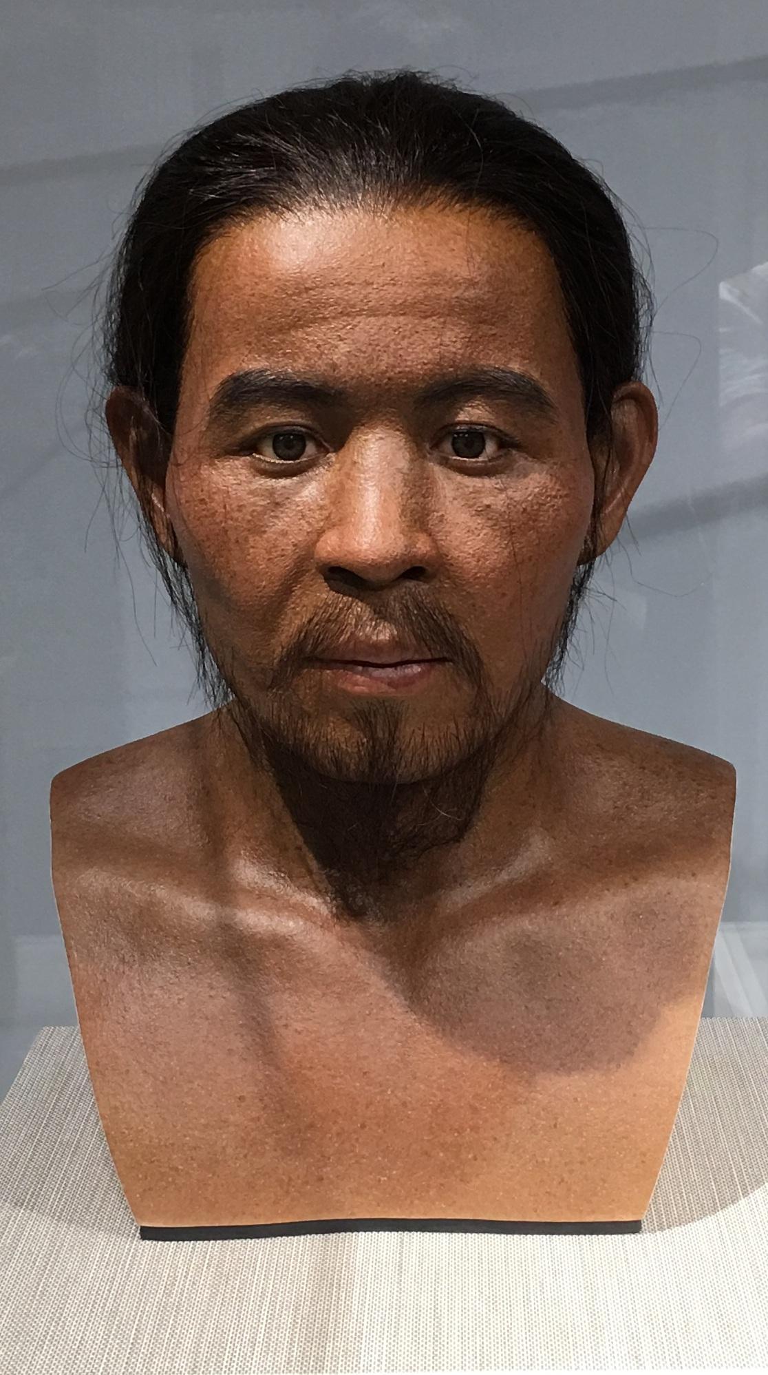 9 号人骨複顔模型