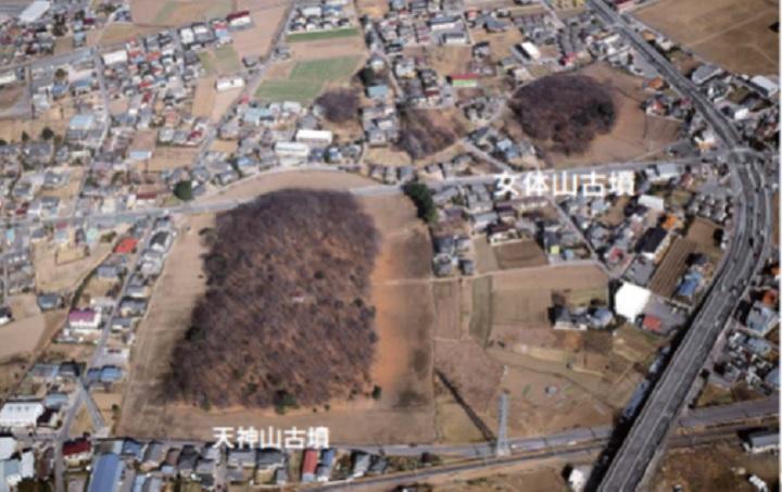 太田天神山古墳と女体山古墳(右上)