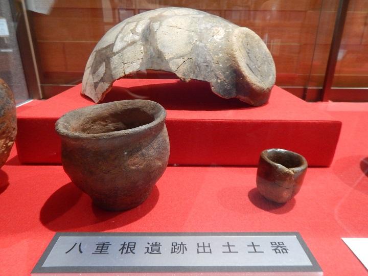 土師器           (左:壺類 中央:甕類 右:杯類)