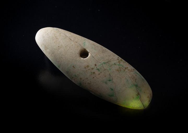 県内最大のヒスイ製大珠