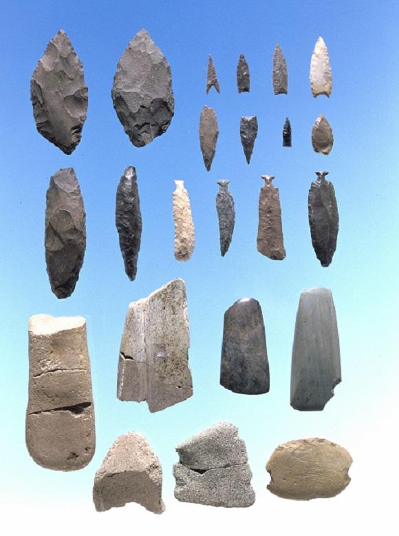 貝殻文尖底土器期の石器