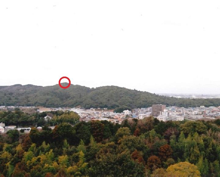 遠景(高倉山の1番高い所が古墳)