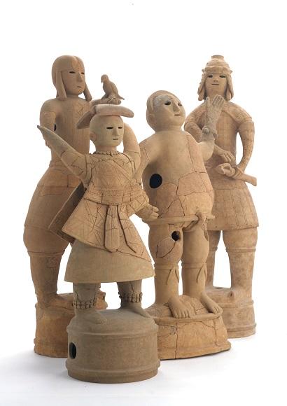 人物埴輪     (左から鷹飼人、巫女、力士、武人)