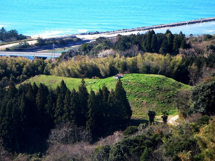 日本海をのぞむ古墳群