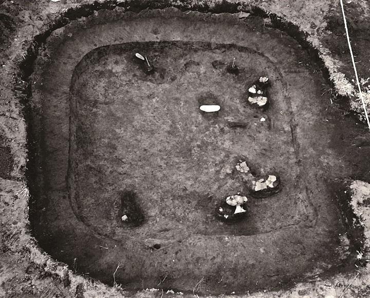 銅鏡の出土した弥生時代のたて穴住居跡(5号)