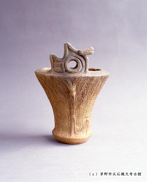 蛇体把手付深鉢形土器(尖石遺跡)