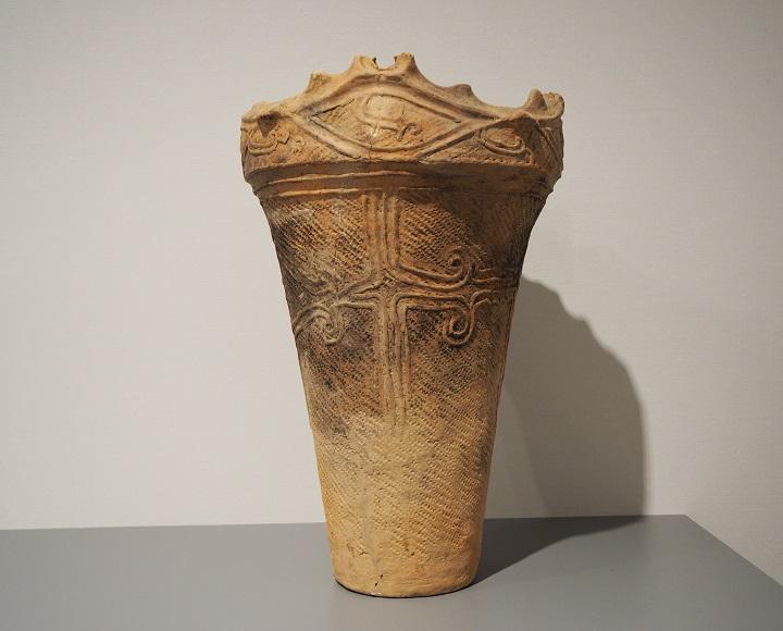 深鉢形土器(縄文中期中ごろ)