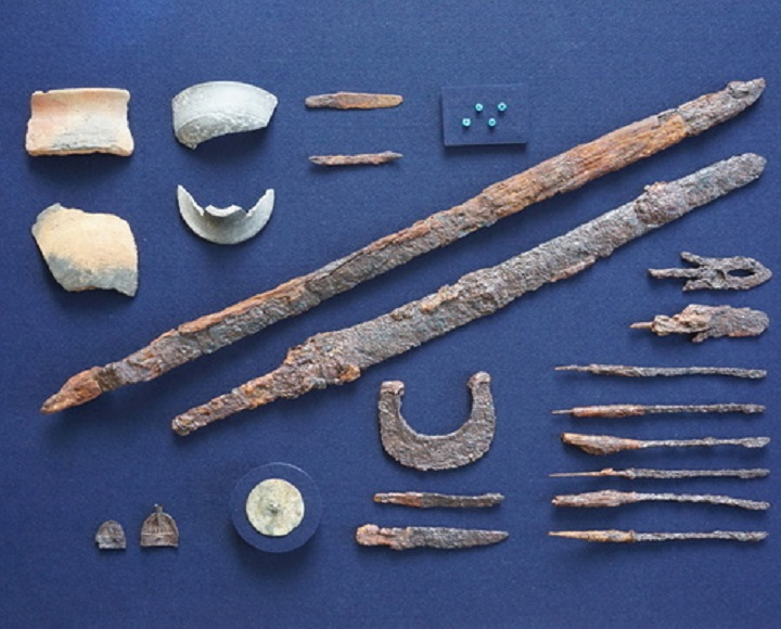 発掘調査で出土した遺物(いぶつ)